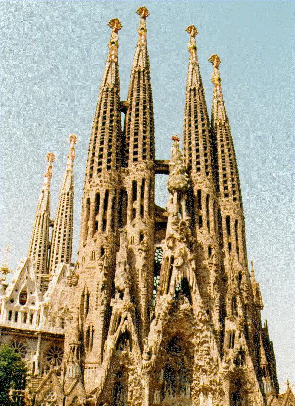 Architecture walk with gaudi in barcelona for Architecture gaudi